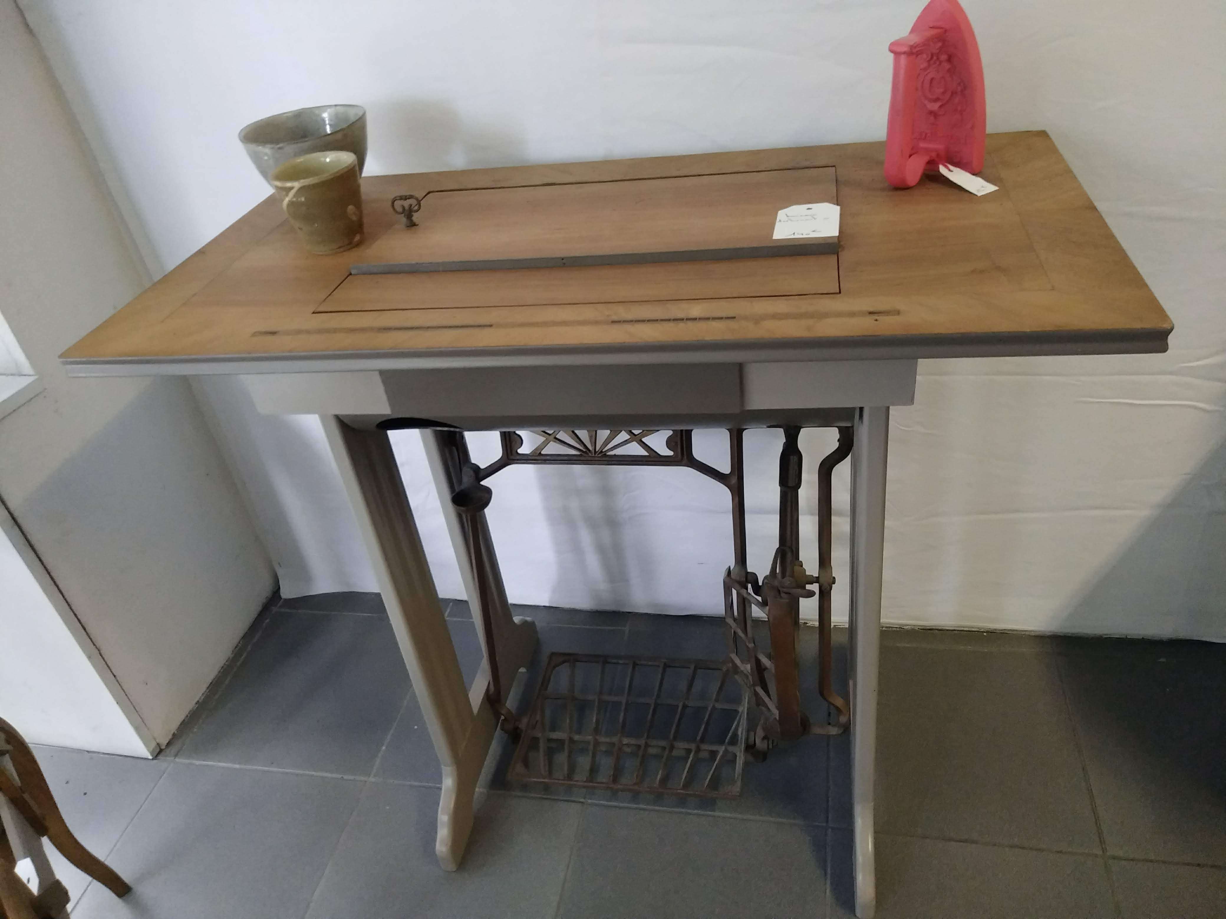 Machine A Coudre Ancienne ancienne machine à coudre relookée – amandine d.